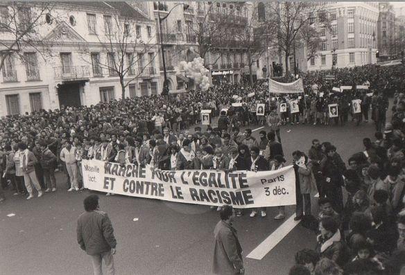 800px-Marche_egalite_vs_racisme_005_candidate_législatives_2012_vénissieux_Djida_Tazdaït